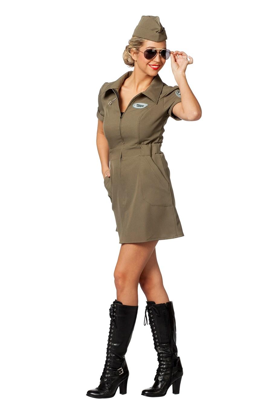 naisten armeijan sotilasasu